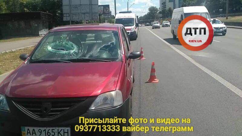 В Киеве с моста на авто упал бетон