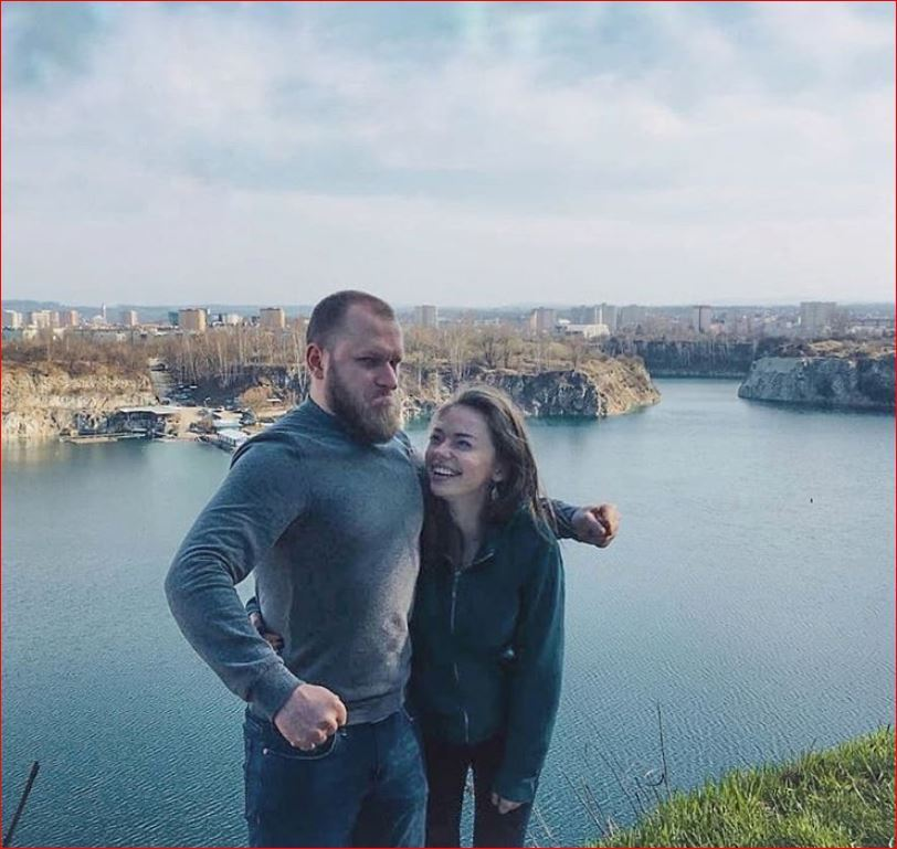 """""""Здається, час тут іде по-іншому"""": про життя українки в місті королів"""