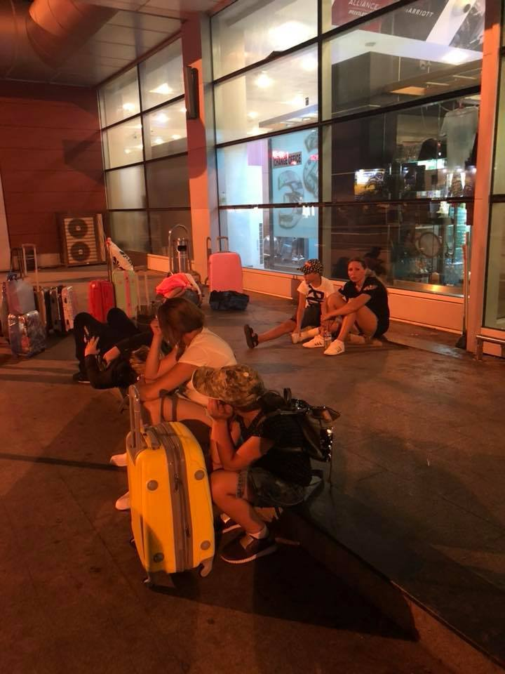 Двоє з травмами: в Батумі застрягли 48 українських туристів
