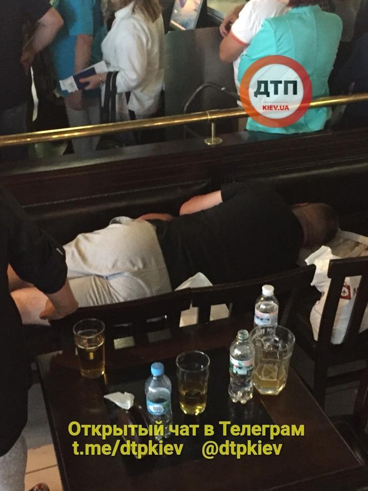 """Тысячи украинцев """"застряли"""" в аэропортах из-за Bravo Airways: все о скандале"""