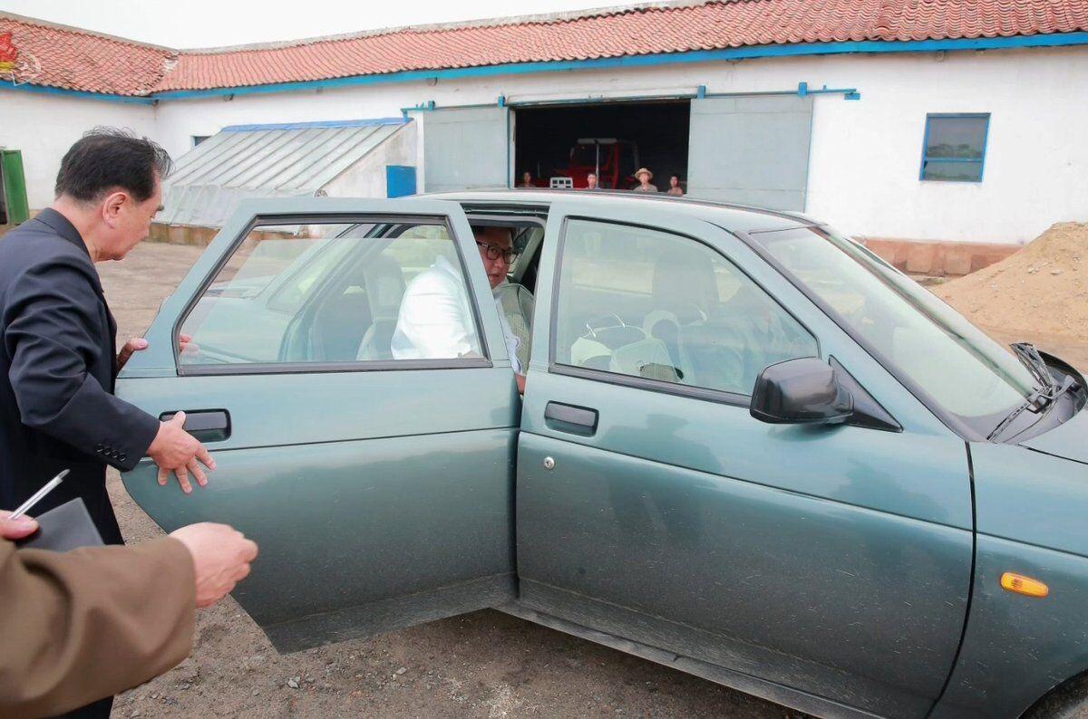 Кім Чен Ин мало не застряг, тестуючи авто з Росії