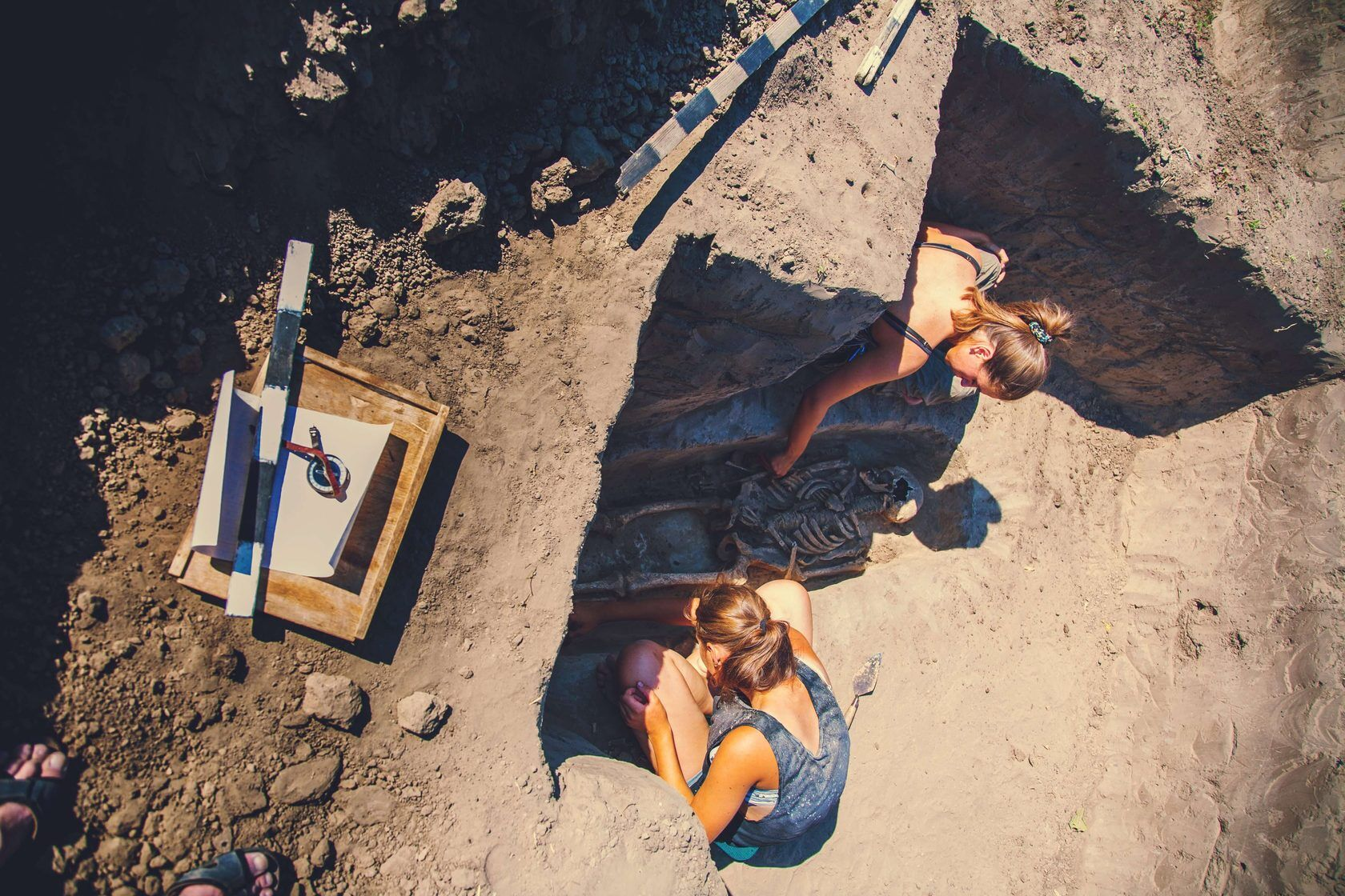 Под Запорожьем раскопали скелет средневекового охранника. Фото и видео