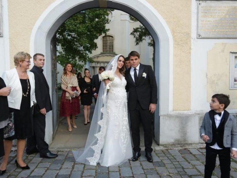 """Як виглядають дружини хорватських """"героїв України"""""""