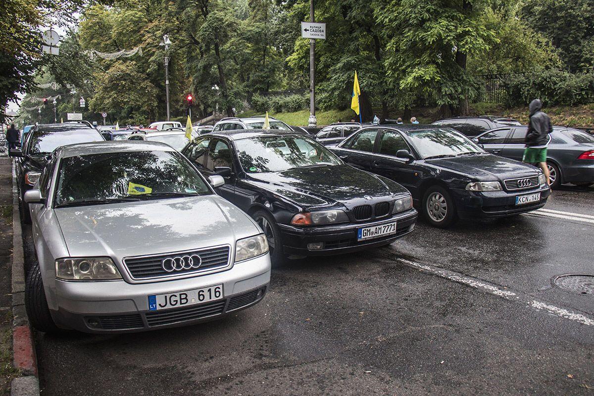 Владельцы авто на еврономерах перекрыли центр Киева