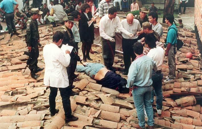 Пабло Ескобара застрелили на даху одного з будинків медельїнського кварталу Лос Олівос 2 грудня 1993 року