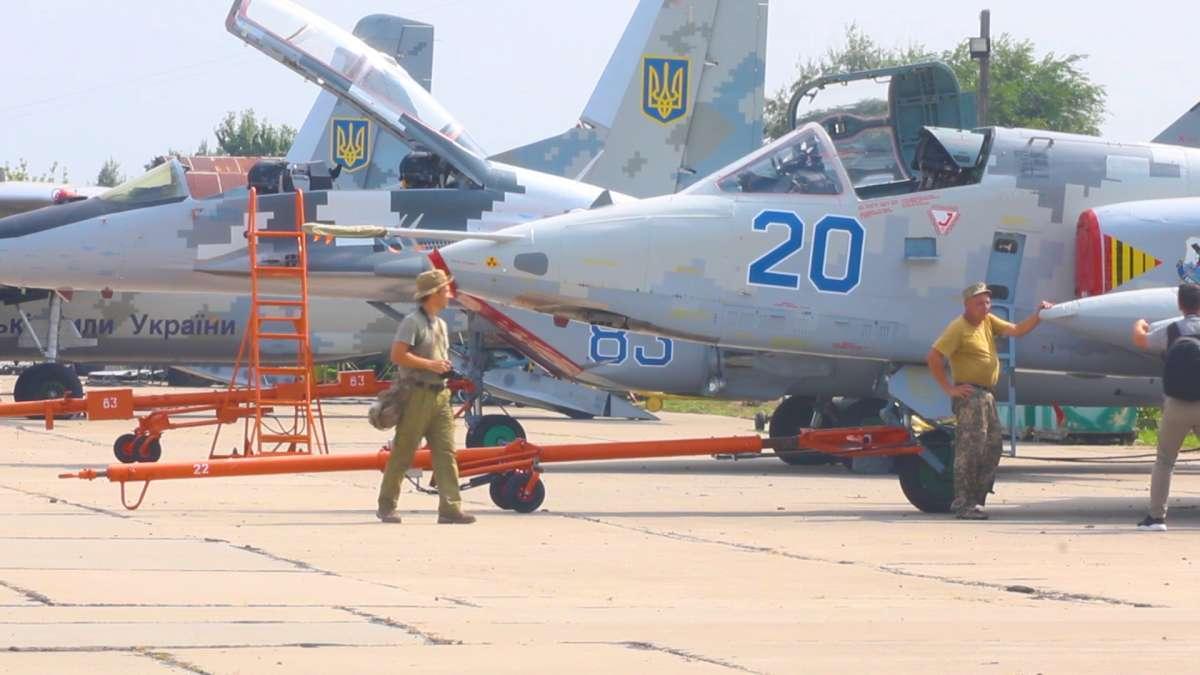 """Українські пілоти """"розбили"""" противника в небі"""