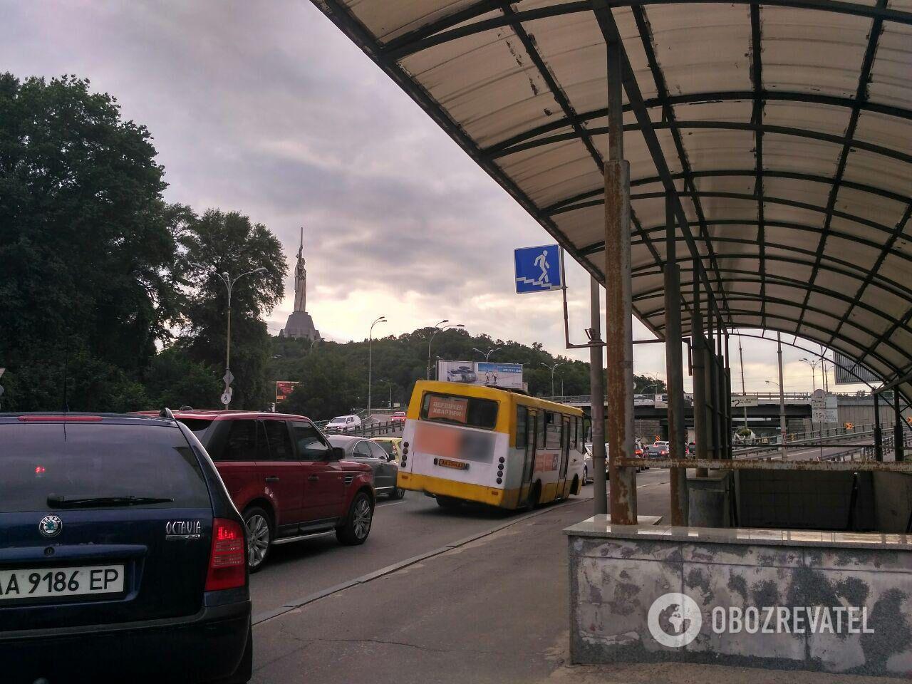 """Жизнь под угрозой: в Украине пассажиров возят """"гробы"""" на колесах"""