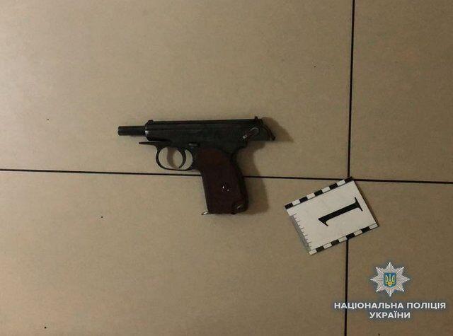 Пистолет был обнаружен на месте преступления