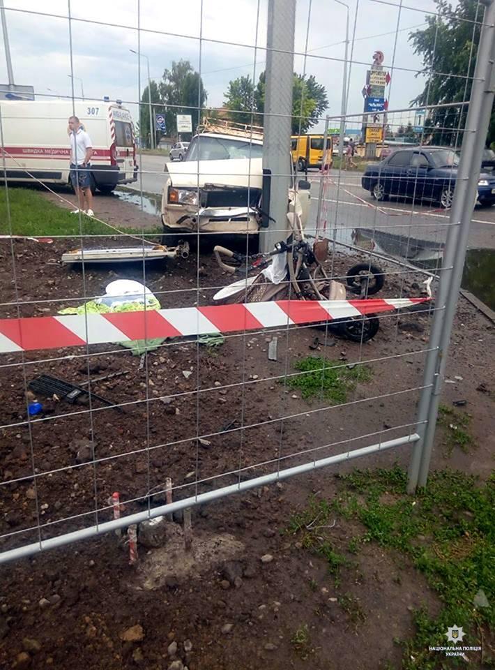 В Харькове авто сбило коляску с младенцем