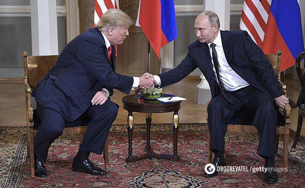 """""""Щоб не впасти"""": мережу повеселило рукостискання Путіна і Трампа"""