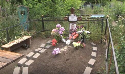 На Донбассе разгромили десятки могил террористов