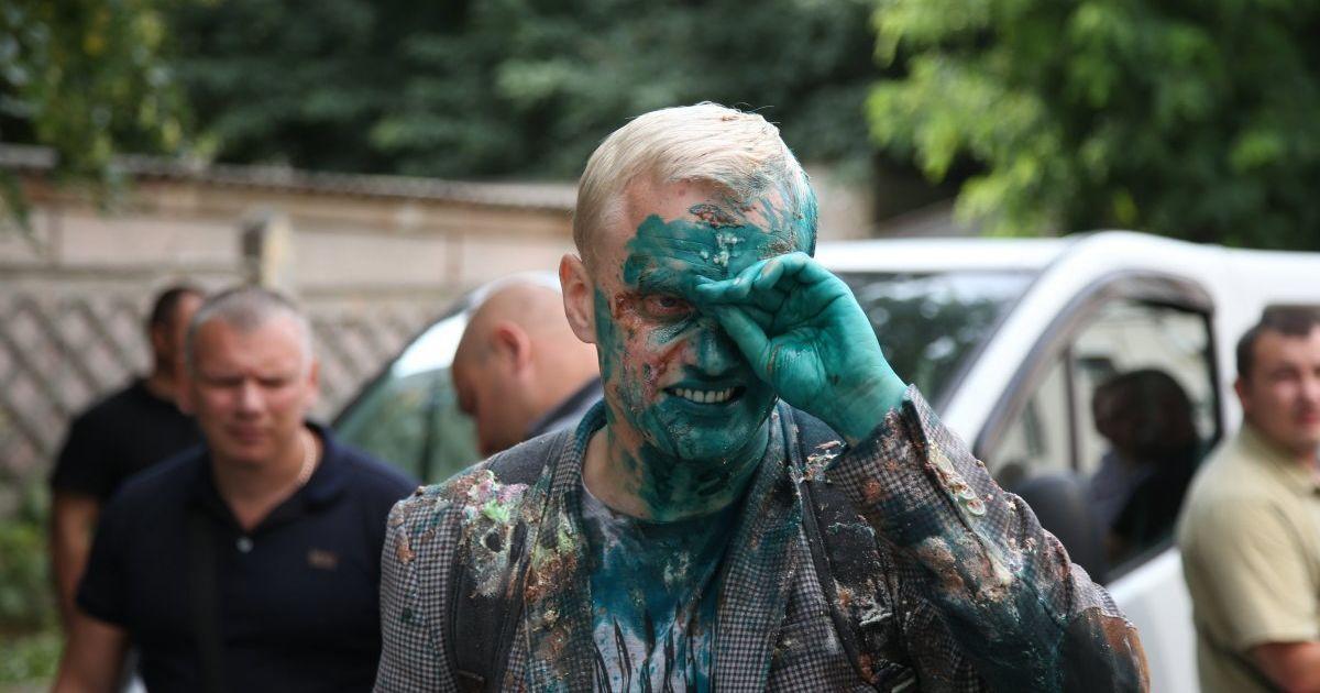 Страсти по Холодницкому: Шабунина облили зеленкой на митинге Кивы