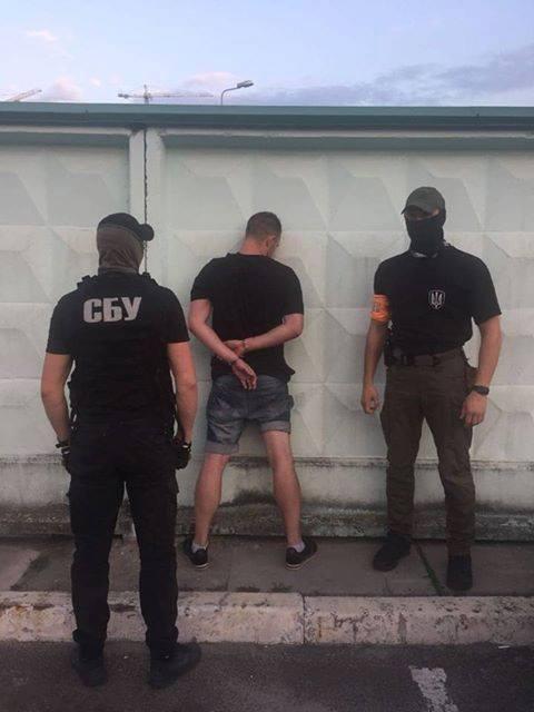 В Киеве задержали полицейского-наркодилера