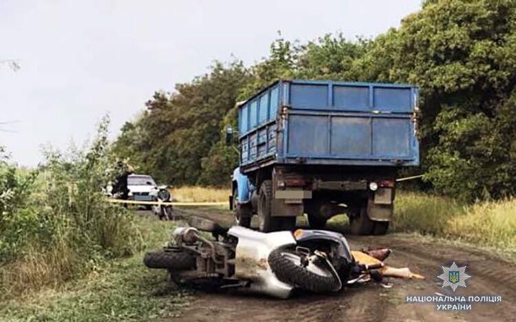 В Гуляйполе мотоциклист угодил под колёса грузовика