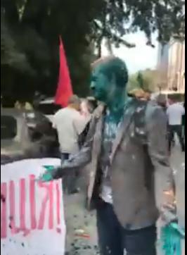 Шабуніна облили зеленкою на мітингу Ківи