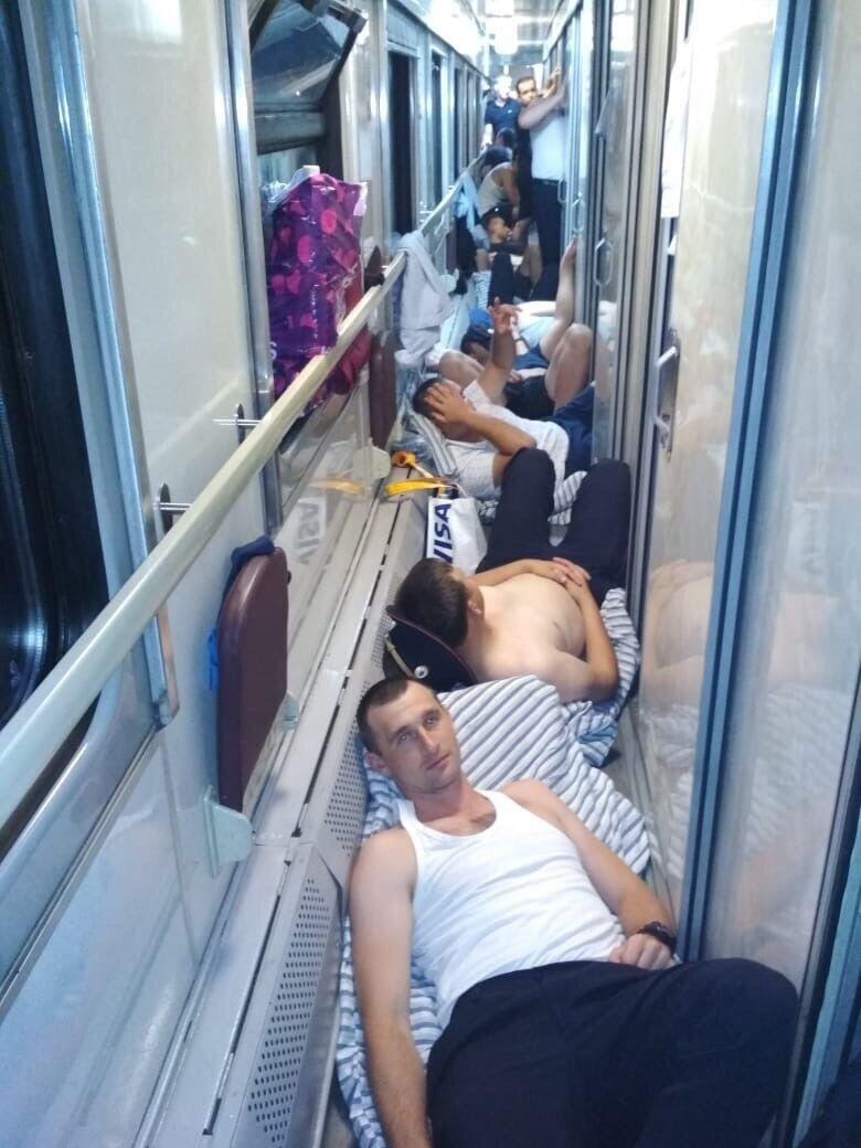 Поліцейських із ЧС-2018 утрамбували в поїзд