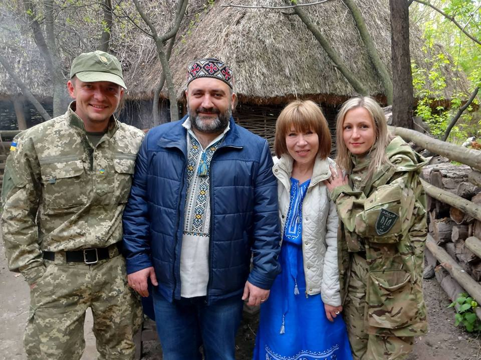 Зураб Чіхелідзе з дружиною Ольгою Батаговою (двоє в центрі)