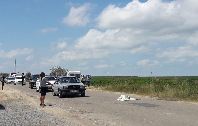 На запорожском курорте автомобиль сбил пешехода прямо на обочине