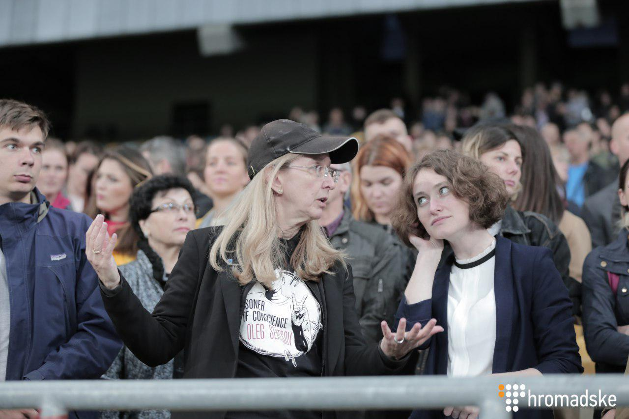"""Акція на підтримку Сенцова на """"Олімпійському"""""""