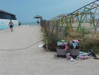 Курорти Азовського моря завалило сміттям: фото