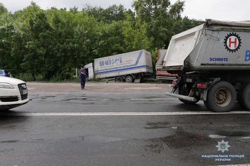 Чорна п'ятниця: в Україні в чотирьох кривавих ДТП загинули понад 20 людей