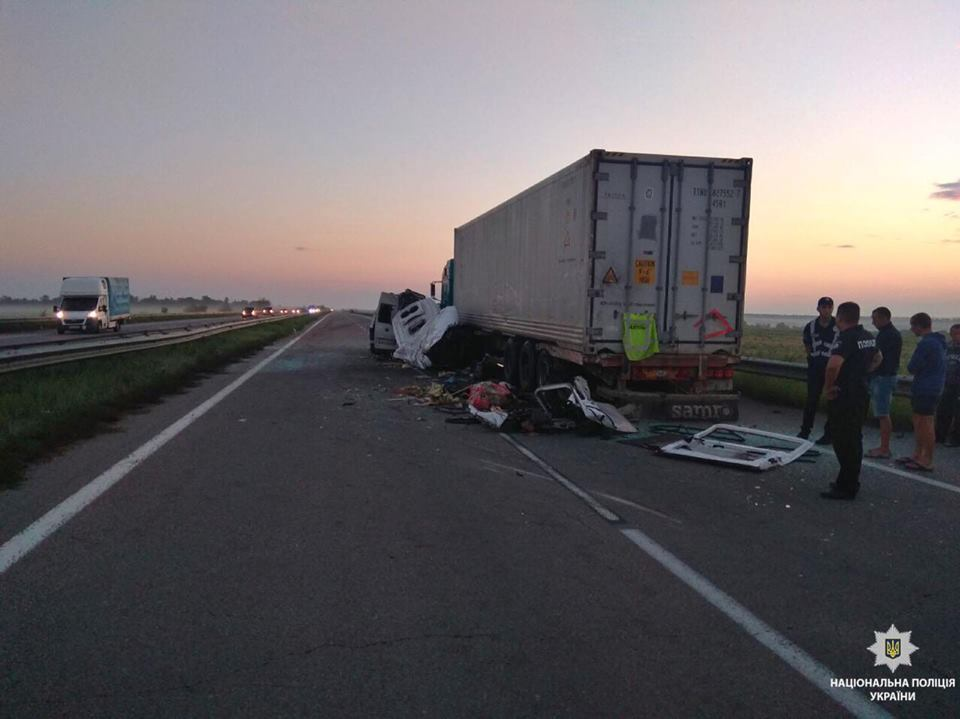 Погибли пять человек: на Николаевщине произошло жуткое ДТП с маршруткой