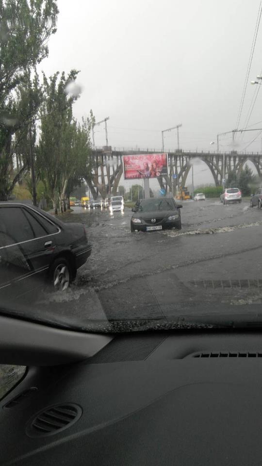 Днепр затопило мощным ливнем: фото и видео последствий