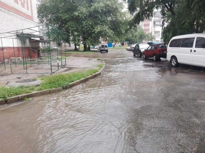 В Киеве и Чернигове мощные ливни затопили улицы