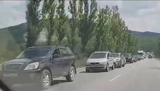 """Пробка на 15 км: """"ихтамнеты"""" парализовали Крым"""