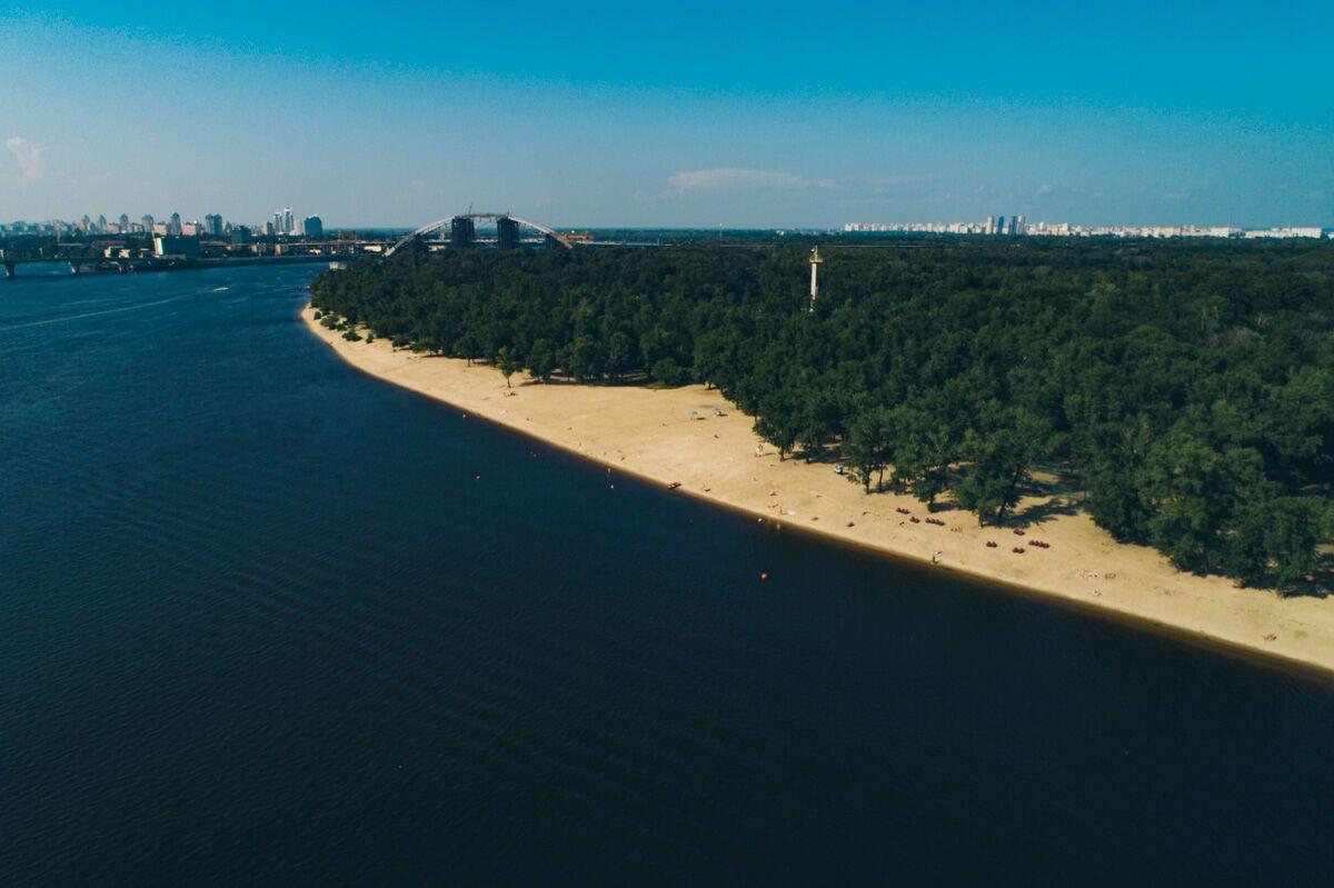З'явилися чарівні фото Труханового острова в Києві з повітря