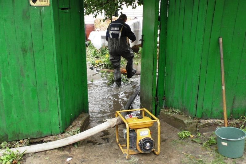 Еще один город Украины затопило ливнем: фото и видео