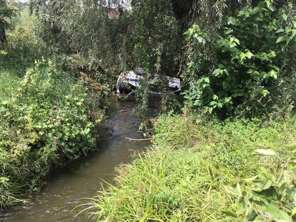 Утопили патрульное авто в реке: появились фото после эпичной погони