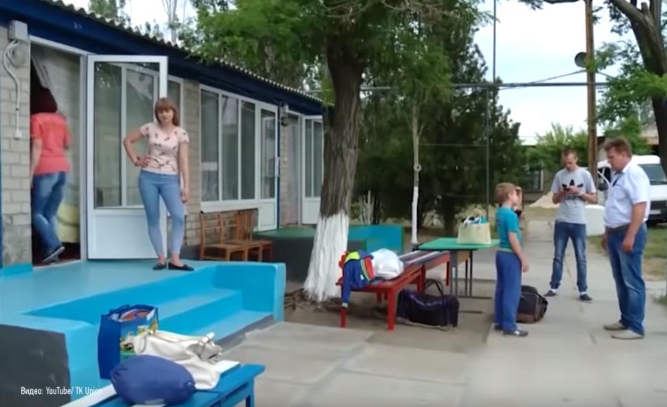 """""""В 10 вечера домой"""": как отдыхают на курорте в """"ДНР"""""""