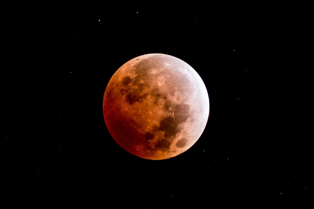 Місячне затемнення 27 липня спричинить особливий вплив на 4 знаки Зодіаку