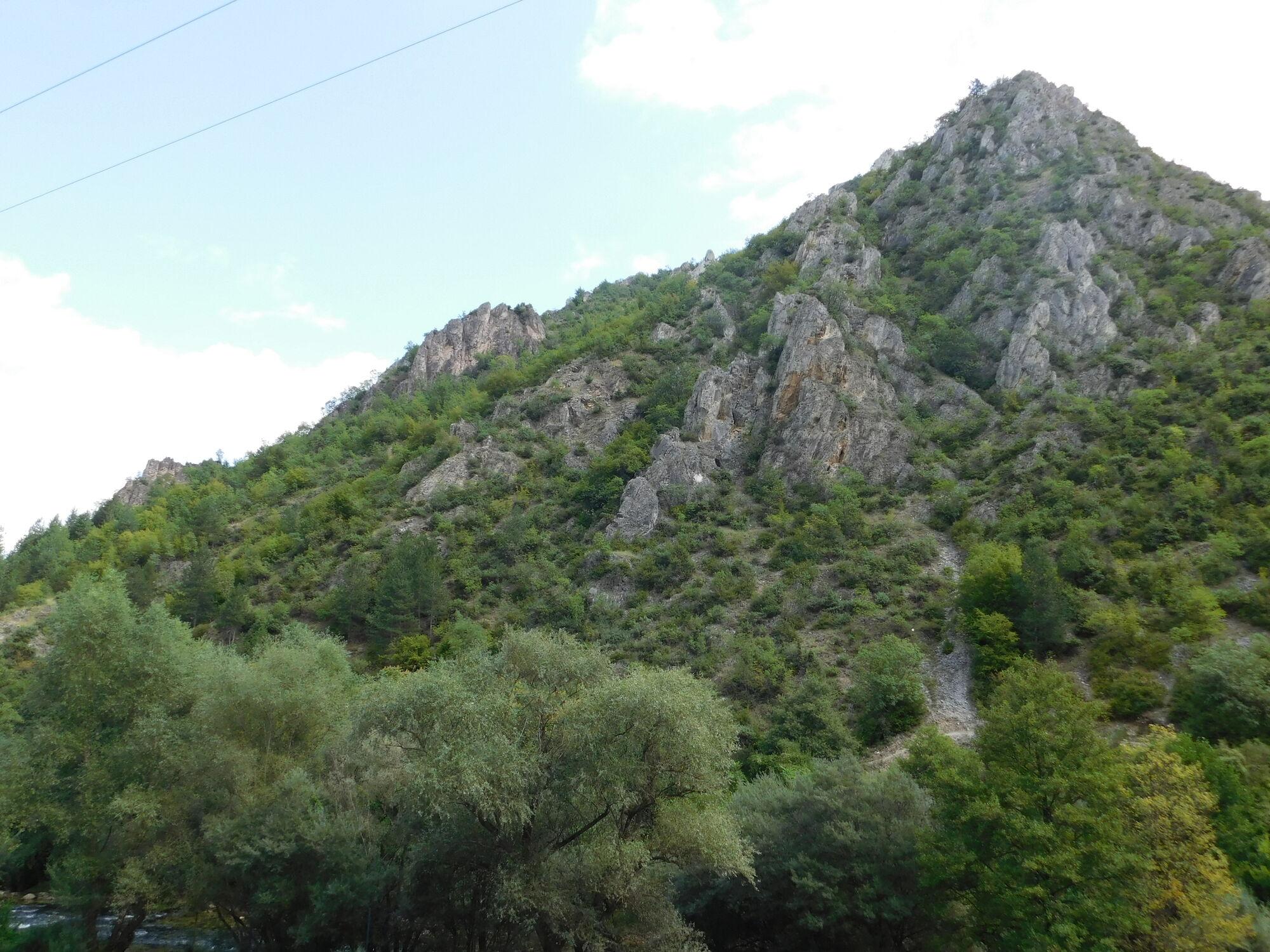 Чим вражає каньйон Матка: захоплюючі фото з Македонії