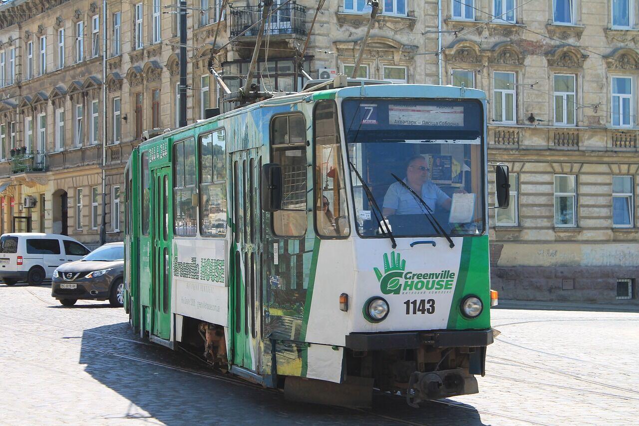 """""""Один притворился глухонемым"""": экс-контролер рассказал, как хитрят украинцы в транспорте"""