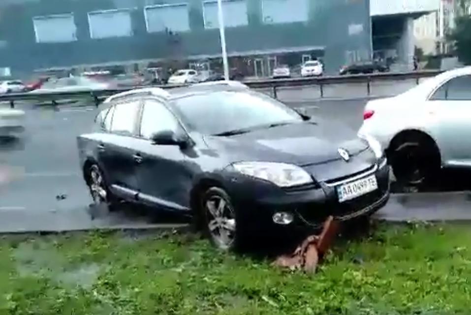 """""""Щось пішло не так"""": герой парковки в Києві осоромився на відео"""