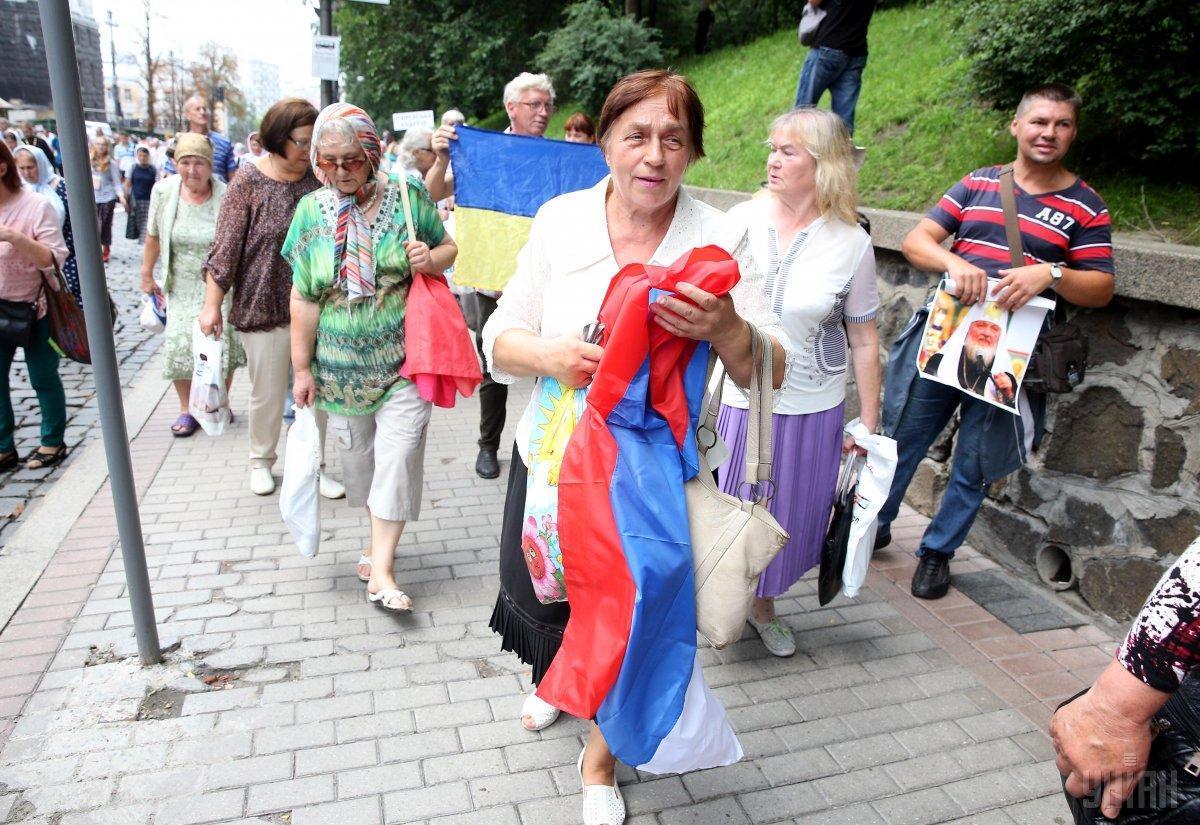 На Крестном ходе в Киеве развернули флаг РФ
