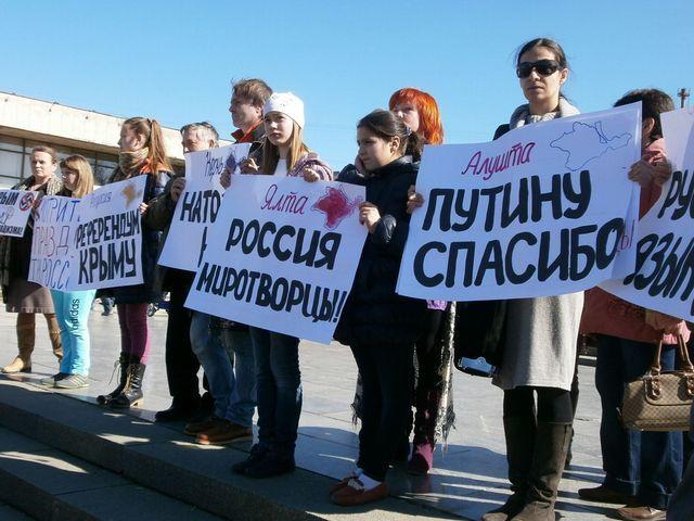 В окупації ходять із синьо-жовтими стрічками - кримчанин