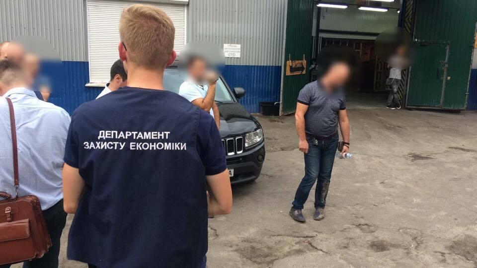 Чиновник Київської митниці попався на подвійній корупції
