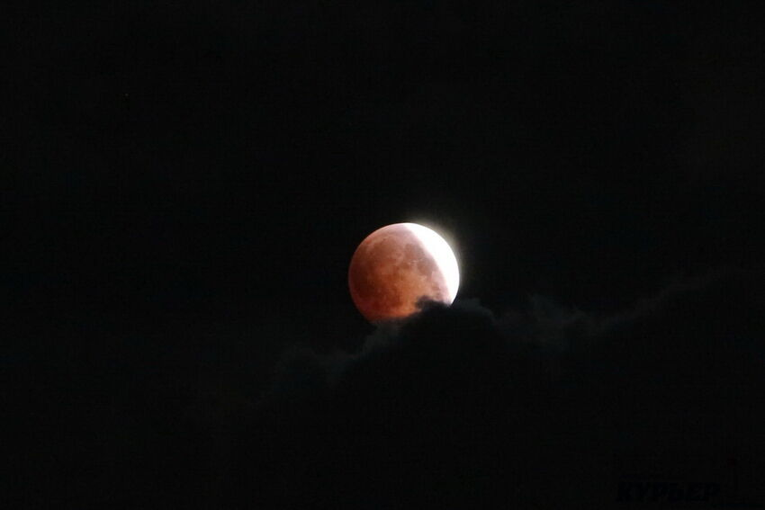 """""""Кривавий Місяць"""" над Одесою: фантастичні фото"""