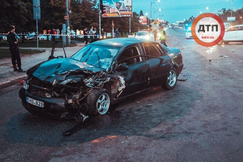 У Києві п'яний протаранив авто з немовлям
