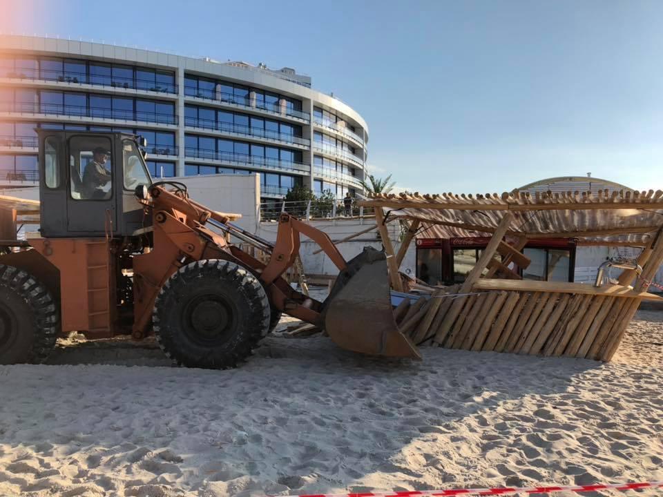 В Одессе снесли популярный пляж: фото и видео