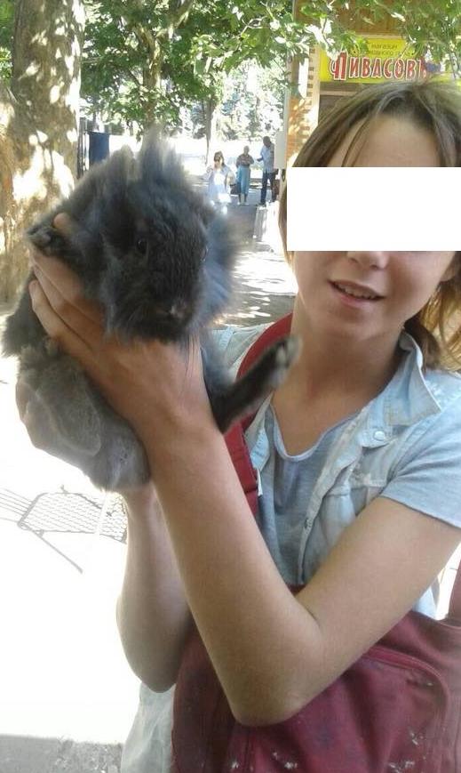 Девочки, которые издеваются на животными в Одессе
