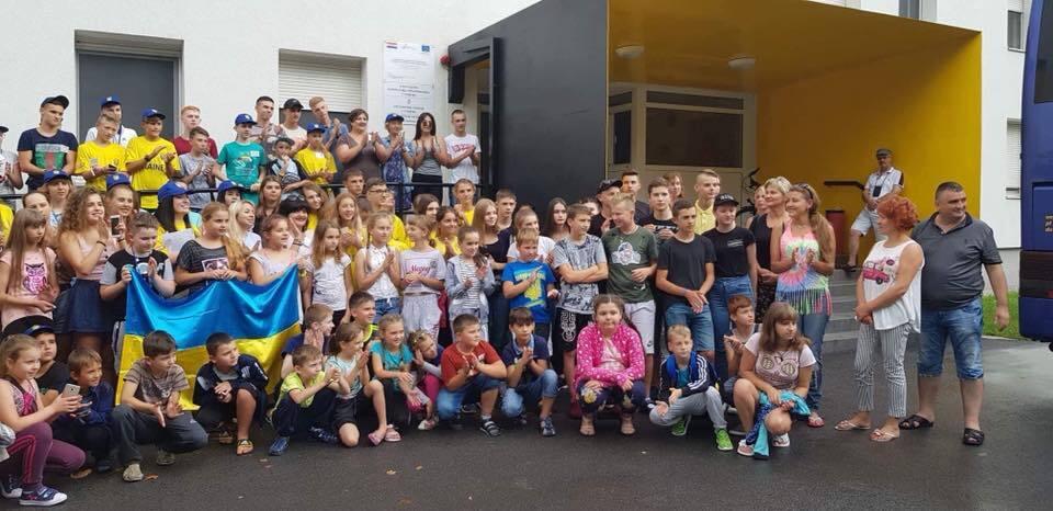 Чиновники отправили на отдых в ЕС детей мажоров вместо сирот