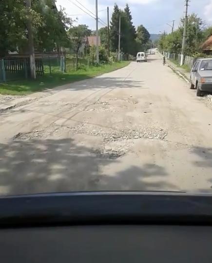 """""""Такі реалії"""": в мережі з'явилося сумне відео дороги в Україні"""