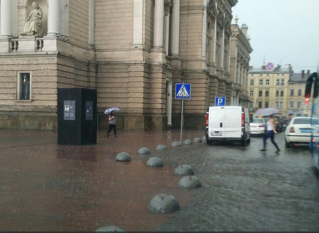 Во Львове снова ливень: появились фото и видео