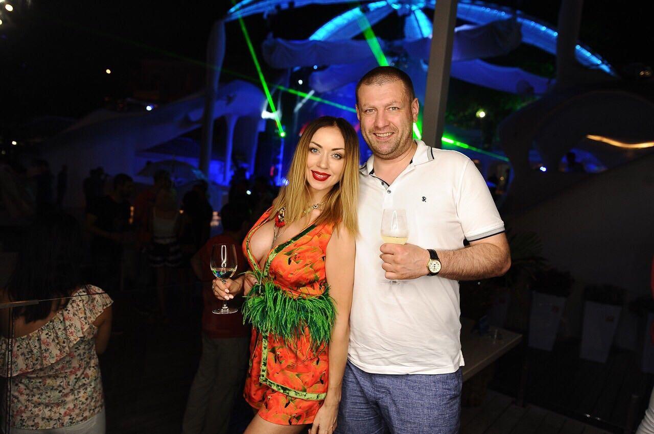 VALEVSKAYA отметила 15-летний юбилей свадьбы с мужем