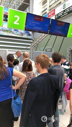 """""""Спали на підлозі!"""" У київському аеропорту стався новий колапс із туристами"""