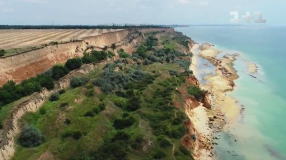 Туристы в ловушке: под Одессой сошел сильный оползень